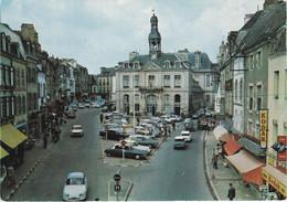 AURAY. Place De La République. Voitures : Citroën DS - Ami 6. Dyna Panhard Bi-color - Auray