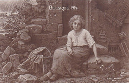 AK Belgique 1914 - Junge Frau Vor Ruine - Patriotika - 1915  (55026) - Guerra 1914-18