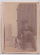 Photographie Homme Et Chien Déguisement Charlot Charlie Chaplin - Persone Anonimi