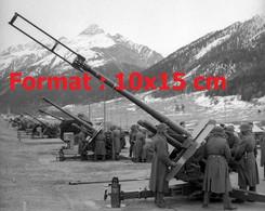 Reproduction Photographie Ancienne De Canons De Défense Aérienne En Position De Tir à Zuoz En Suisse 1957 - Riproduzioni
