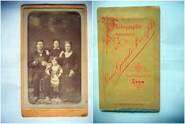 PHOTO CDV 19 EME FAMILLE LYONNAISE ENFANTS MODE Cabinet GAUDE  A LYON - Old (before 1900)