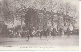 16 - SIDI-BEL-ABES - CASERNE DU 5ème SPAHIS - LA COUR  (  Animées  ) ALGERIE - Sidi-bel-Abbès
