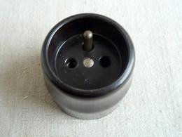 Prise Bakelite Porcelaine 3 Pôles C 224. - Luminari