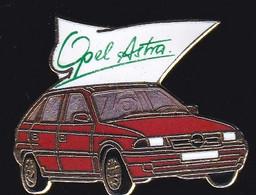 70268- Pin's. Automobile.Opel Astra.signé Démons Et Merveilles. - Opel