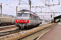 Angoulême (16) 25 Août 2006 - La BB 67435 En Tête D'un Train Paris Austerlitz/Royan - Angouleme