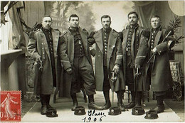 CARTE-PHOTO  : Soldats Du 20e BATAILLON DE CHASSEURS à PIED En Tenue D'apparat  -  BACCARAT (Meurthe-et-Moselle) - Régiments