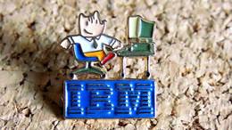1 Pin's INFORMATIQUE TECHNOLOGIE - IBM JO Barcelone 92 Mascotte Couleur - Peint Cloisonné - Fabricant Inconnu Logo COJO - Computers
