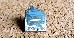Pin's INFORMATIQUE TECHNOLOGIE - IBM Imprimante LEXMARK - émaillé à Froid - Fabricant Inconnu - Computers