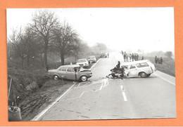 PHOTO ORIGINALE 1974 - ACCIDENT DE VOITURE PEUGEOT 404 BREAK - CRASH CAR - Auto's