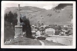 Megève: La Croix Saint Michel Et Le Casino - Megève