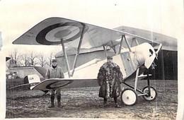 Photo Ancienne Guerre 1914.1918.ww1 Pilote Aviateur De Chasse Et Son Mécano Ww1 Devant Son Avion Biplan N°514 - Aviation