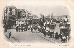 Gare Maritime Avec Train Dieppe 76 Locomotive Bateau Streamer - Gares - Avec Trains