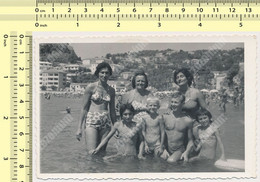 REAL PHOTO Beach Group Swimsuit Women Handsome Guy Kids Boy Girls Maillot De Bain Femmes Mac Enfant Sur Plage SNAPSHOT - Anonyme Personen