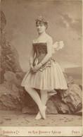 PHOTOGRAPHIE SUR CARTON DE ELISA PIRON DANSEUSE DE L'OPÉRA DE PARIS VERS 1890 PAR BENQUE ET CO - Beroemde Personen