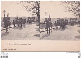 """Carte   """"  STEREOSCOPIQUE  """"    Réf-JP-W-195  ( Militaria )    Section D'Artillerie Attendant Le Défilé - Regimientos"""