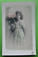 FILLETTE AVEC UN BOUQUET DE FLEURS -  Enfants Fantaisie - PHOTO - Scenes & Landscapes