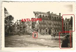 WW2 2x PHOTO ORIGINALE Soldats Allemands à SEDAN Destructions Place Turenne 08ARDENNES 1940 - 1939-45