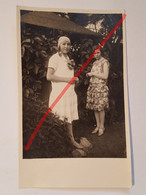 Photo Vintage. Original. Mode. Filles Avec De Belles Coiffures Et Robes. Lettonie D'avant-guerre - Objetos