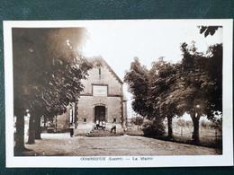 45 , Combreux, La Place Et La Mairie - Other Municipalities
