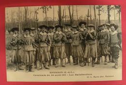 28 Epernon Cavalcade 1911 Les Hallebardiers TB Animée éditeur Martin Maintenon Dos Scanné N°B8 - Epernon