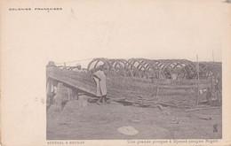 NIGER UNE GRANDE PIROGUE A DJENNE - Niger