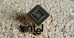 Pin's INFORMATIQUE TECHNOLOGIE - Microprocesseur INTEL - émaillé à Froid - Fabricant SOFREC - Computers