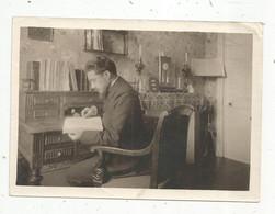 Photographie, Homme ,lecture Au Bureau , 180 X 130 Mm, Frais Fr 1.65 E - Non Classificati
