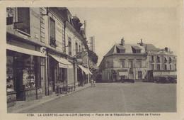 72 - La Chartre-sur-le-Loir (Sarthe)  - Place De La République Et Hôtel De France - Andere Gemeenten
