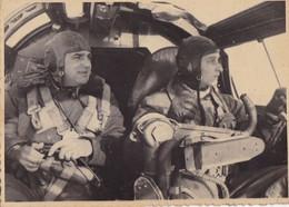 PHOTO ORIGINALE 39 / 45 WW2 WEHRMACHT A L INTERIEUR D UN COCKPIT DE HEINKEL 111 AVEC PILOTES - Guerra, Militares