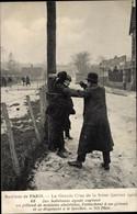 CPA Paris, Crue De La Seine 1910, Mann Mit Revolver Stellt Einen Einbrecher - Otras Celebridades