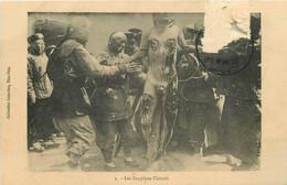 "AB. CHINE. Les Supplices Chinois Vers 1912 "" L'émasculation "" Collection Liou-Seu Tien-Tsin (carte Abîmée)... - China"