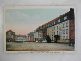 MILITARIA - THIONVILLE - La Caserne Jeanne D'Arc - Cour Du 2ème Bataillon - Barracks