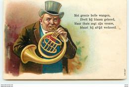 N°15067 - Carte Gaufrée - Met Groote Bolle Wangen ... Verkeerd - Homme Jouant D'un Cor - Neujahr