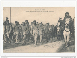 GUERRE DE 1914 CAVALIERS ALGERIENS ESCORTANT DES PRISONNIERS ALLEMANDS CPA BON ETAT - War 1914-18