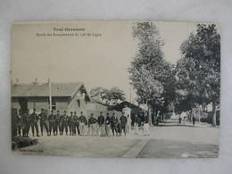 MILITARIA - TOUL GARNISON - Entrée Des Baraquements Du 156ème De Ligne (très Animée) - Casernas