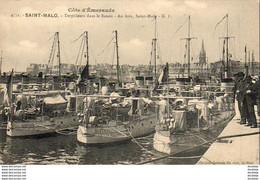 D35  SAINT- MALO  Torpilleurs Dans Le Bassin- Au Loin, Saint- Malo   ..... - Saint Malo