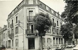 Automobiles - Voitures De Tourisme - Vichy - Hotel Le Carnot - CPSM Format CPA - Carte Neuve - Voir Scans Recto-Verso - Turismo