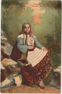 Cpa   Femme Grecque , Costume Traditionnel , Carte Glacée, Jupe Imprimée , Foulard , Cruche - Greece