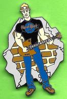 Pin's Hard Rock Café Hollywood Guitare Pelle Homme Travailleur De La Construction - HRC338 - Música