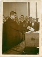 PIERRE LAVAL MINISTRE DU TRAVAIL ET MAIRE D'AUBERVILLIERS VOTE DES DEPUTES 1932  PHOTO DE PRESSE 18 X 13 CM - Personalidades Famosas