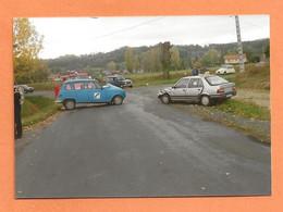 PHOTO ORIGINALE - ACCIDENT DE VOITURE RENAULT 4L FRANCE TÉLÉCOM CONTRE PEUGEOT 305 + RENAULT 4L GENDARMERIE - CRASH CAR - Automobili