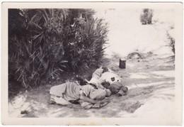 Photo Originale : Hommes - Marocains : Couchés Parterre à Ouarzazat : Photo Demeure - Casablanca - Anonymous Persons
