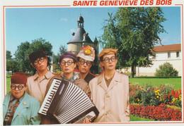 Essonne :  SAINTE  GENEVIEVE  Des  BOIS :  Habitant : Les  Genovefains , Le  Donjon , Accordéon - Sainte Genevieve Des Bois
