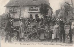 15 Cantal  CRANDELLE   HALTE D'UN VENDEUR  DE TOILE ANBULANT( Editions Vigier) - Otros Municipios