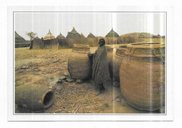 Tchad Jarres Servant De Grenier Au Village - Chad