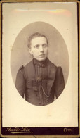 CDV Portrait Femme Habillée En Noir Chaîne Amédée Soix Cette - Antiche (ante 1900)