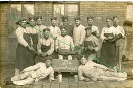 14-18.WWI - Carte Photo Allemande -   Frontfoto  Soldatenleben Schuh Putzen Bierkrug Alkohol München - Guerra 1914-18