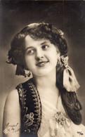 DC1319 - Ak Schöne Motivkarte Junge Frau Dame Mädchen Cassel Kassel 1909 - Portraits