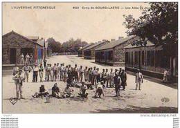 D63 LAUVERGNE PITTORESQUE - Camp De Bourg-Lastic - Une Allée Du Camp (Ref 182) - Otros Municipios