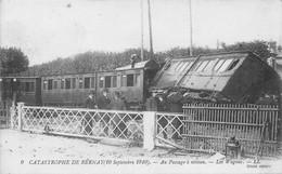 Catastrophe De BERNAY (10 Septembre 1910) - Au Passage à Niveau - Les Wagons - CPA - Bernay